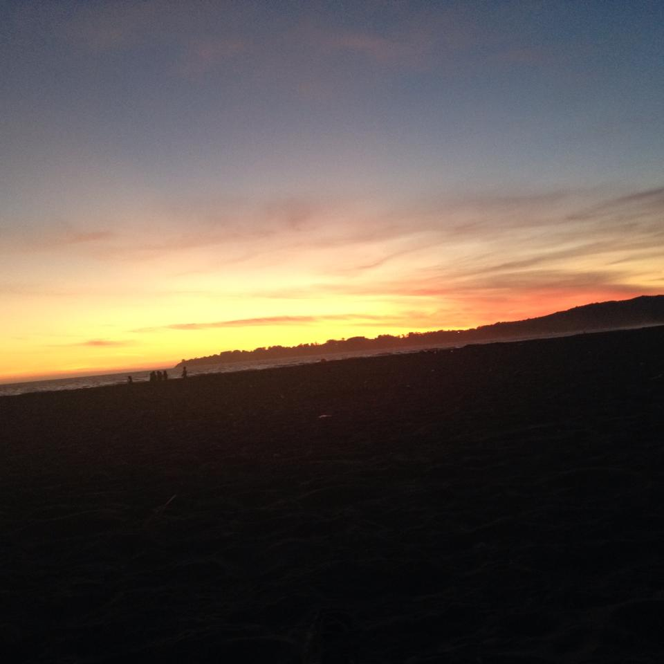 tiny travel chick things to do in california stinson beach sunset